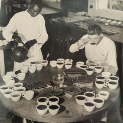 Exposition Universelle et Internationale de Bruxelles 1958. Section du Congo belge et du Ruanda-Urundi. Pavillon de l'Alimentation. Salle du Café